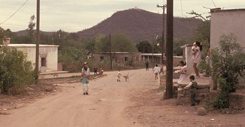 Children playing in Barrio El Barranco, Alamos, Sonora, Mexico.  Photo by Anders Tomlinson.