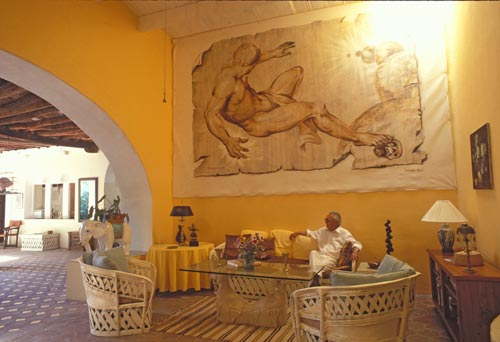 Doug Riseborough at home with his mural, Alamos, Sonora, Mexico.  Photo by Anders Tomlinson.