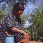 Carmen Portillo making pot in La Colonia de Uvalama near Alamos, Sonora, Mexico. Photo by Anders Tomlinson.
