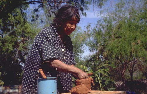 Carmen Portillo making pot in La Colonia de Uvalama near Alamos, Sonora, Mexico.  Photo by Anders Tomlinson.