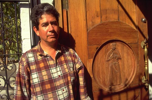Ramon Nicholas Figueroa Castro with one of his carved doors, Alamos, Sonora, Mexico.  Photo by Anders Tomlinson.