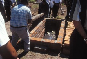 A beam is laid across the casket's top, Alamos, Sonora, Mexico. Photo by Anders Tomlinson.