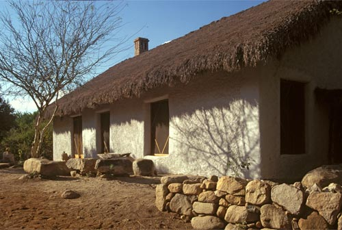Finished exterior of the straw bale studio at El Pedregal, Alamos, Sonora, Mexico.  Photo by Anders Tomlinson