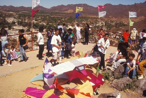 Kite flying participants atop El Mirador, Alamos, Sonora, Mexico. Photo by Anders Tomlinson.