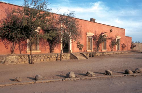 casa esmerlda 1996, alamos, sonora, mexico.  photo by anders tomlinson.