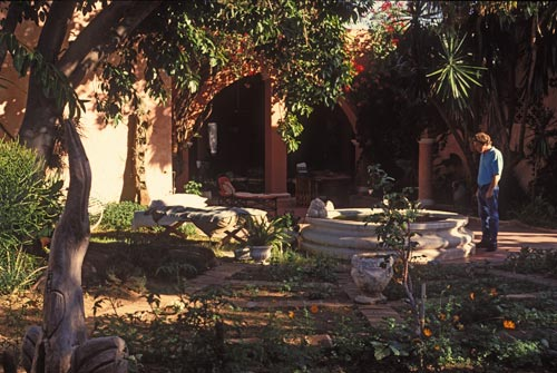 R.L. Harrinton looking in the fountain at La Puerta Rpja bed and breakfast in Álamos, Sonora, México - 1992.  Photo by Anders Tomlinson.