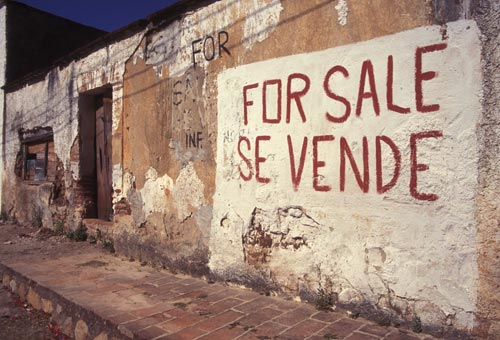 for sale sign on ruin, alamos. sonora, mexico.  photo by anders tomlinson