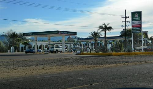Welcome to the 21st Century ala Pemex. another new gas station in alamos sonora mexico. Photo: Humberto Enríquez.