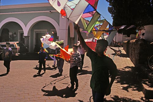 calle comercio 2, alamos, sonora, mexico. casa nuzum, kids with kites pass by house, photo by anders tomlinson
