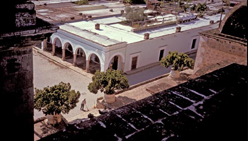 calle comercio 2, casa nuzum seen from bishop reyes cathedral, 1993, alamos, sonora, mexico. photo by anders tomlinson.