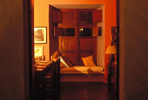 calle comercio 2, casa nuzum, nuzum living room, 1993, alamos, sonora, mexico. photo by anders tomlinson.