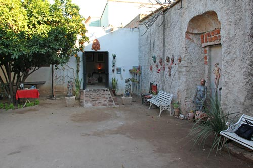 Galeria Rincon del Arte courtyard in Álamos, Sonora, México. March 6, 2017.  Photo By Anders Tomlinson.
