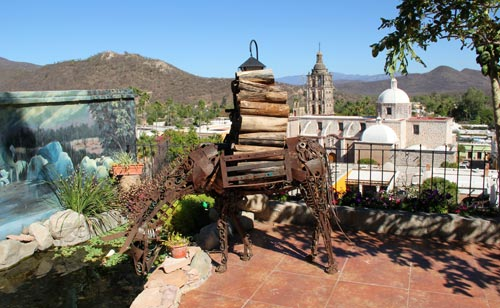 Patio of Casa Serena Vista overlooking the Church and Plaza to the east in Álamos, Sonora, México. The burro sculpture is by Antonio Estrada. Photo by Anders Tomlinson, February 27, 2017.